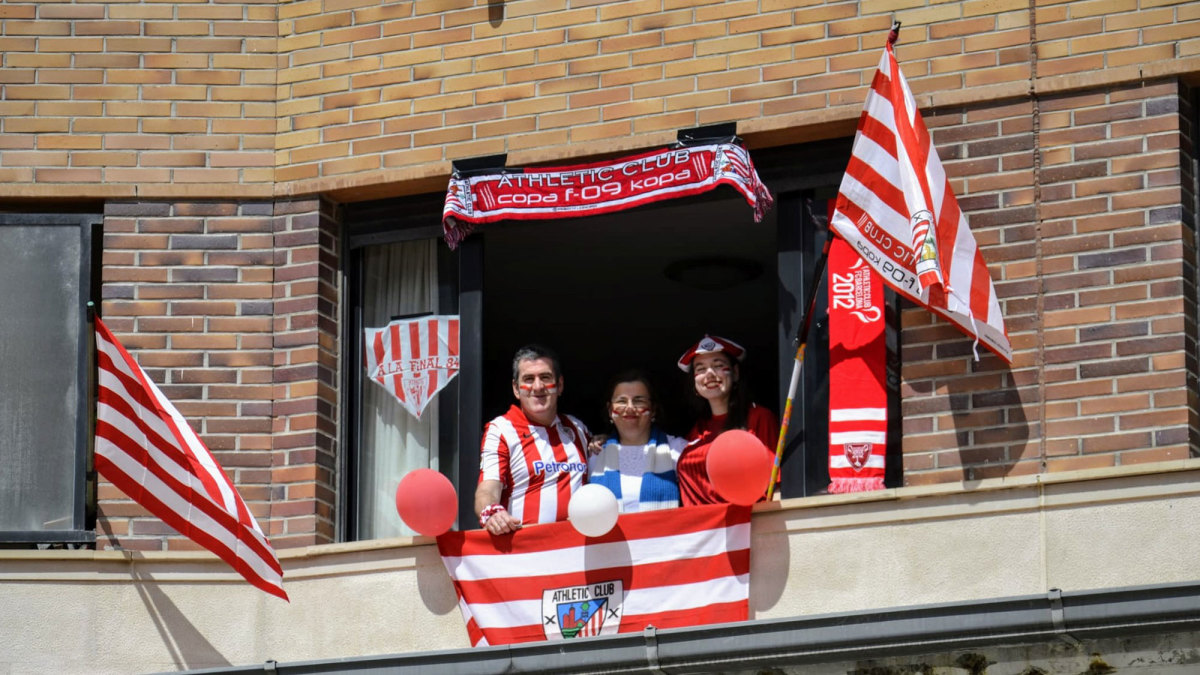 Athletic Bilbao fans decorate their home