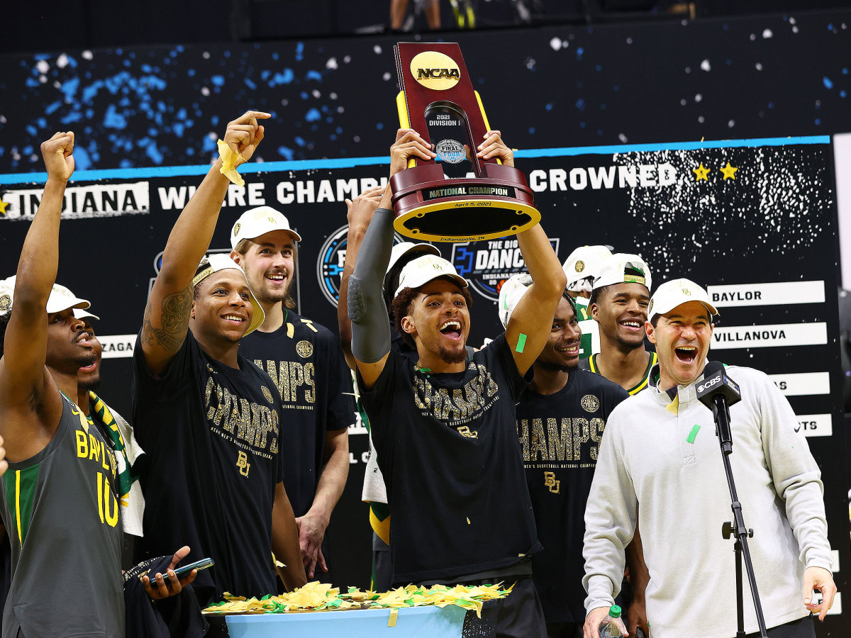 baylor-team-with-trophy