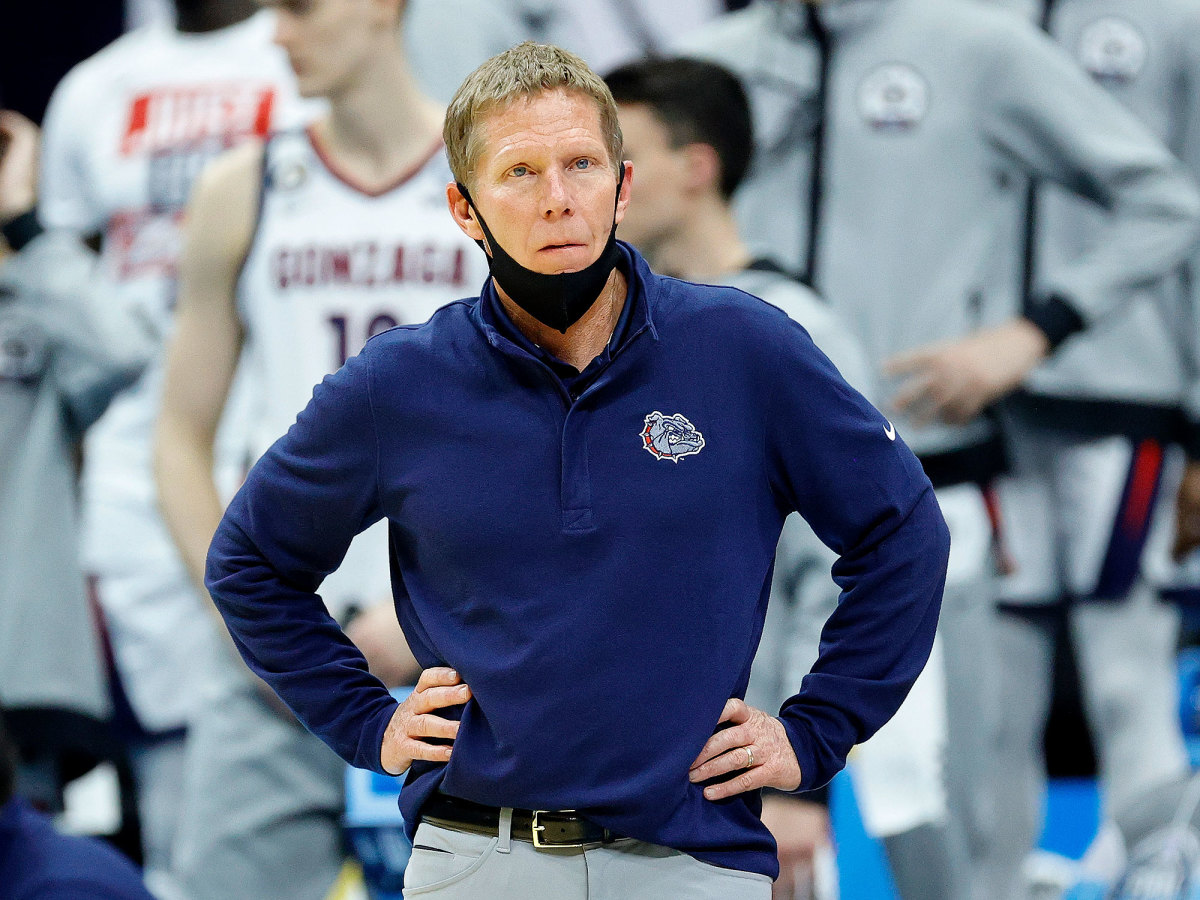 Gonzaga coach Mark Few looks in in the national title game vs Baylor