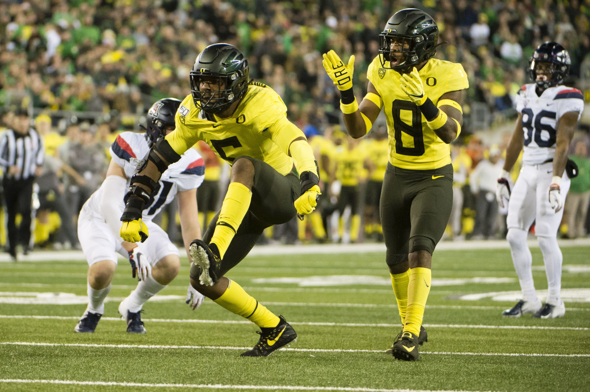 Kayvon Thibodeaux celebrates a defensive stop in the second half against the Arizona Wildcats on November 16, 2019. The No. 6 Ducks would win the game 34-6.