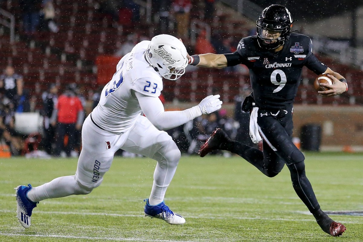 Tulsa Golden Hurricane linebacker Zaven Collins (23) in the fourth quarter during the American Athletic Conference championship football game.© Kareem Elgazzar/The Enquirer via Imagn Content Services, LLC