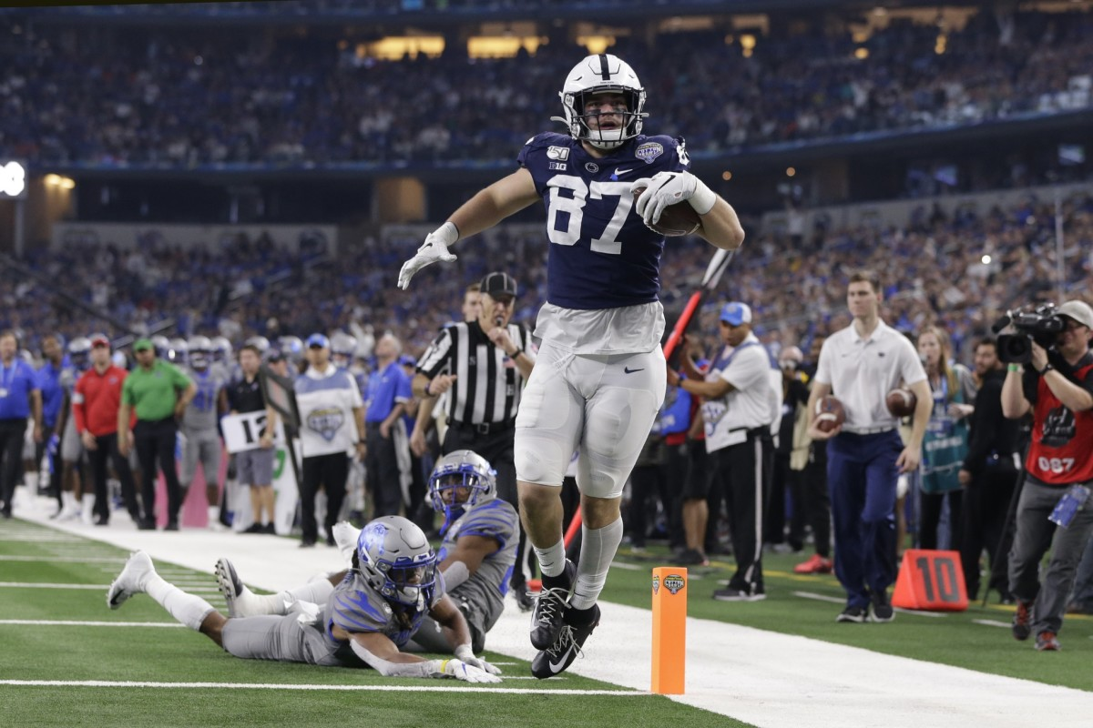 Penn State Nittany Lions tight end Pat Freiermuth (87) runs for a touchdown after catching a pass against Memphis. Mandatory Credit: Tim Heitman-USA TODAY