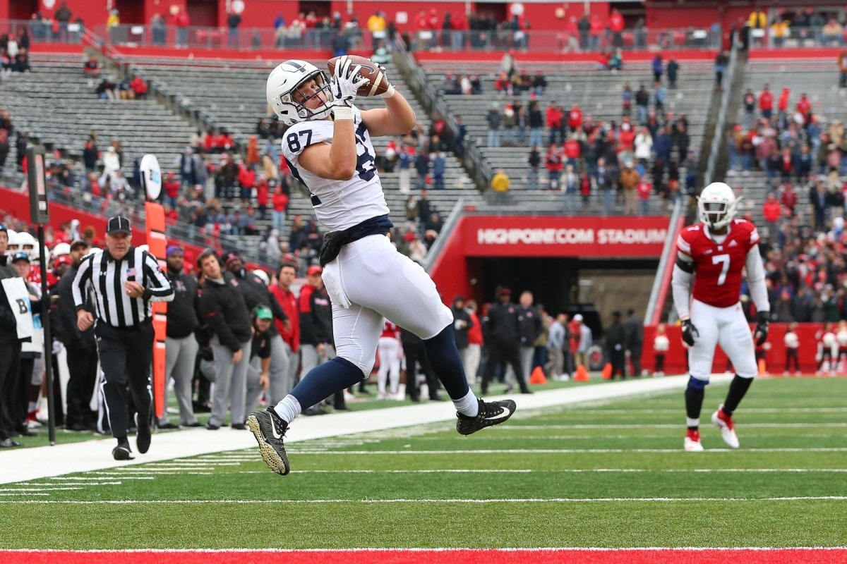 Penn State Nittany Lions tight end Pat Freiermuth (87) catches a touchdown pass. Mandatory Credit: Vincent Carchietta-USA TODAY