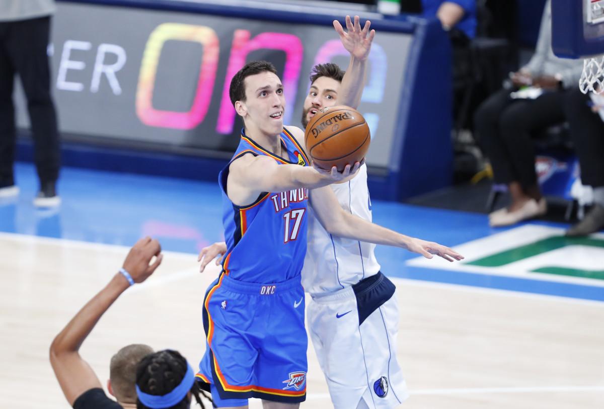 Thunder rookie Aleksej Pokusevski splits a pair of Mavericks defenders to go to the rim.