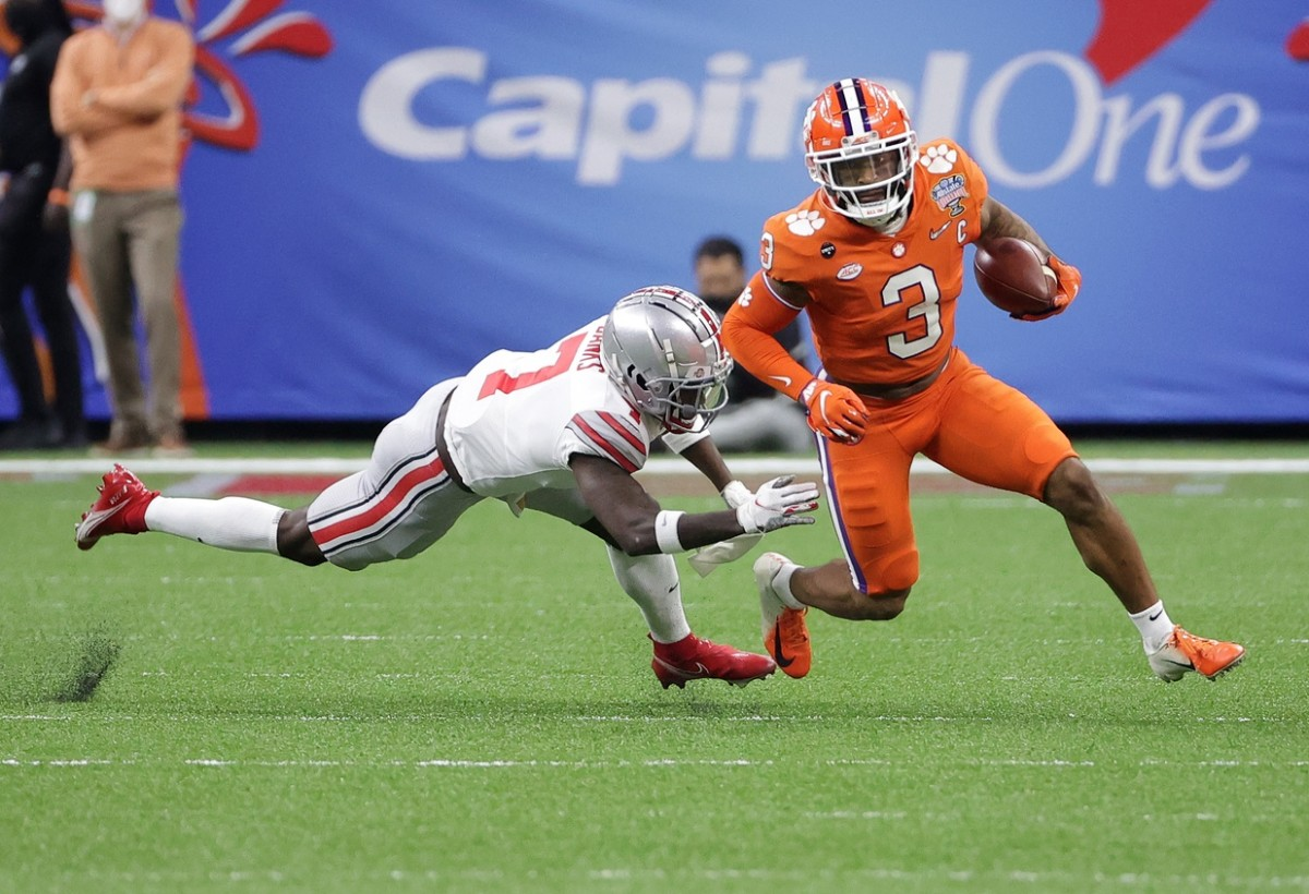 Clemson Tigers wide receiver Amari Rodgers (3) runs the ball around Ohio State Buckeyes cornerback Sevyn Banks (7). Mandatory Credit: Chuck Cook-USA TODAY