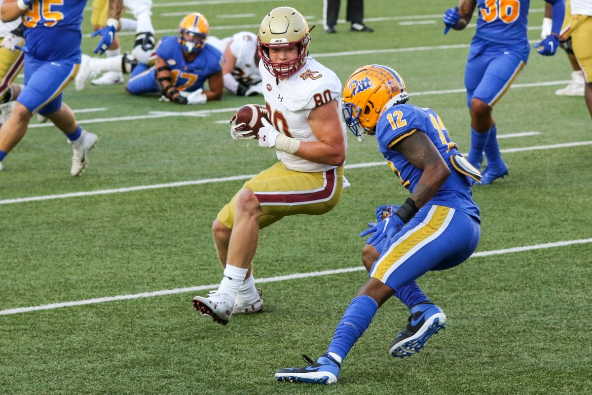 Boston College tight end Hunter Long (80) catches a pass against the Pitt Panthers. Mandatory Credit: Paul Rutherford-USA TODAY