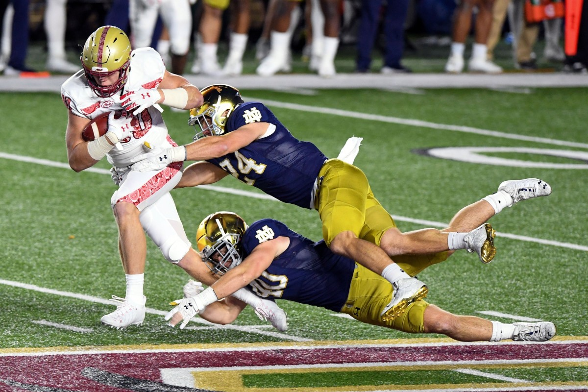 Boston College tight end Hunter Long (80) is tackled by Notre Dame linebackers Jack Kiser (24) and Drew White (40). Mandatory Credit: Brian Fluharty-USA TODAY