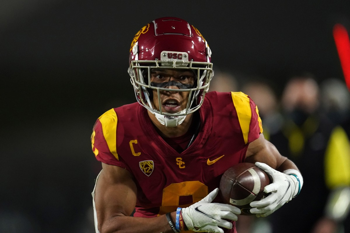 Southern California Trojans wide receiver Amon-Ra St. Brown (8) scores on a 47-yard touchdown reception in the first quarter against the Oregon Ducks during the Pac-12 Championship at United Airlines Field at Los Angeles Memorial Coliseum.