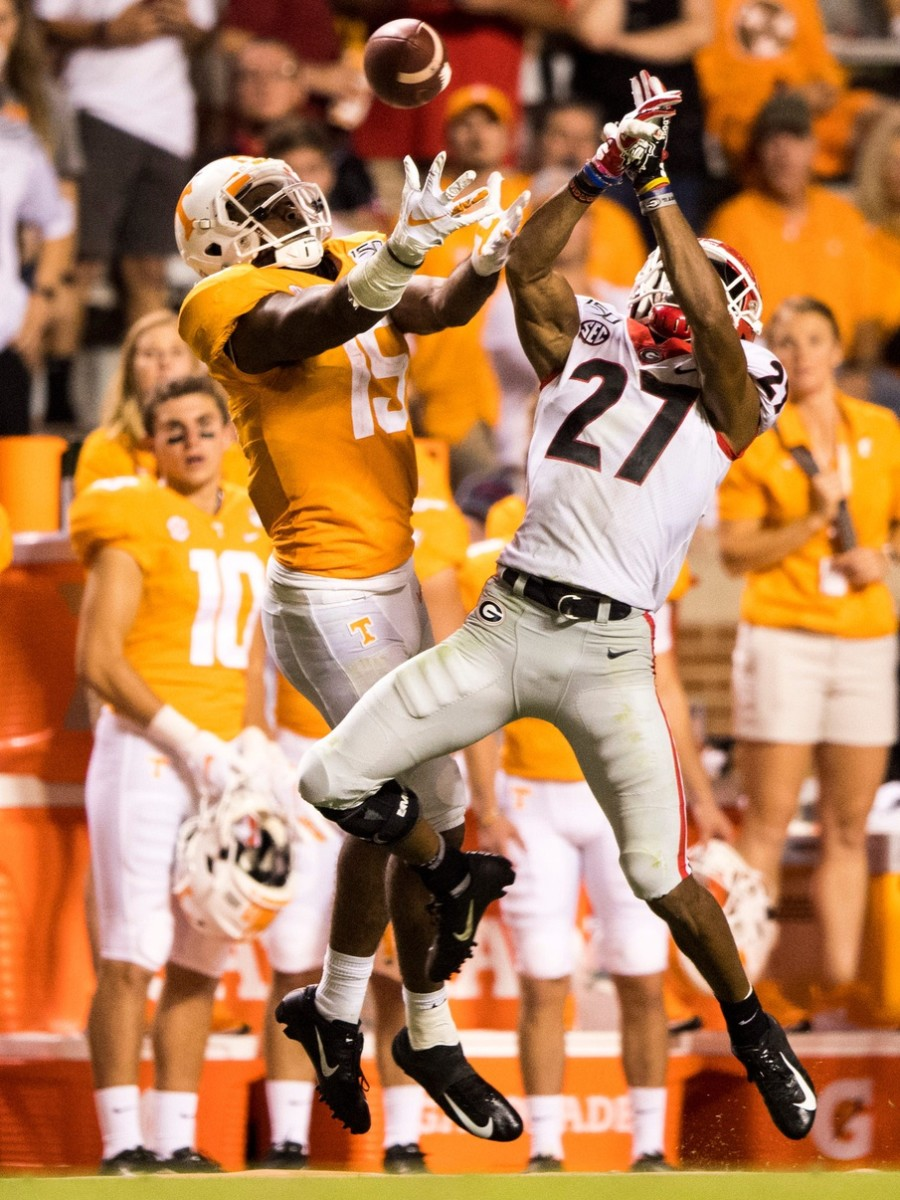 Georgia defensive back Eric Stokes (27) breaks up a pass intended for Tennessee receiver Jauan Jennings (15)© Brianna Paciorka/News Sentinel , Knoxville News Sentinel via Imagn Content Services, LLC