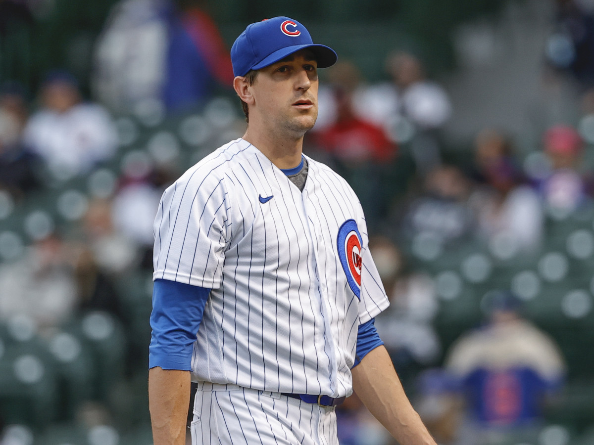 Kyle Hendricks leaves the mound after giving up four home runs against the Braves in the first inning.