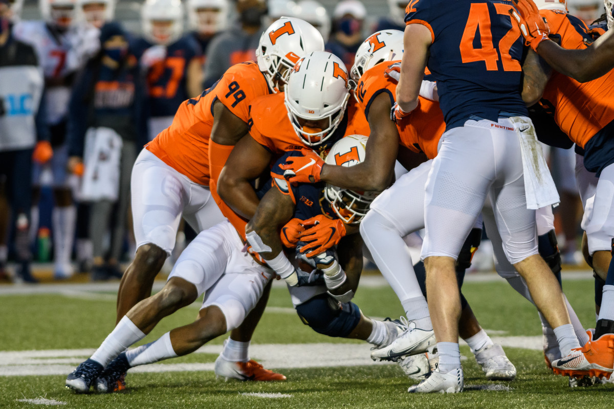 Illinois outside linebackerOwen Carney Jr. (99) and defensive end Jer'Zhan Newton (94) combine for a tackle during the 2021 spring game on April 19, 2021.