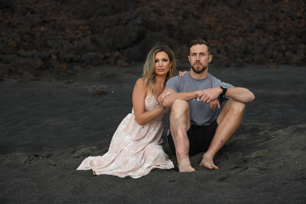 Alex Smith and wife Liz on the beach in Hawaii