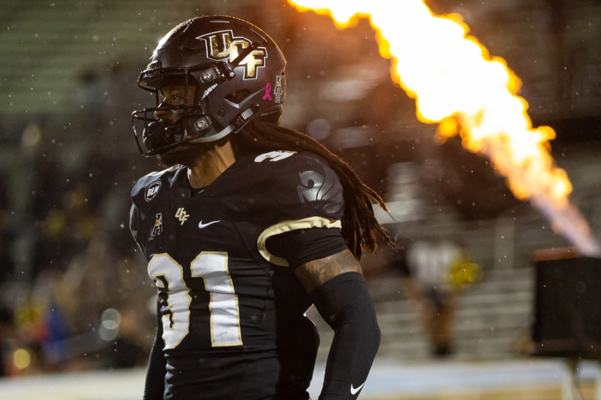 UCF Knights defensive back Aaron Robinson (31) runs out of the tunnel during team introductions. Mandatory Credit: Mary Holt-USA TODAY