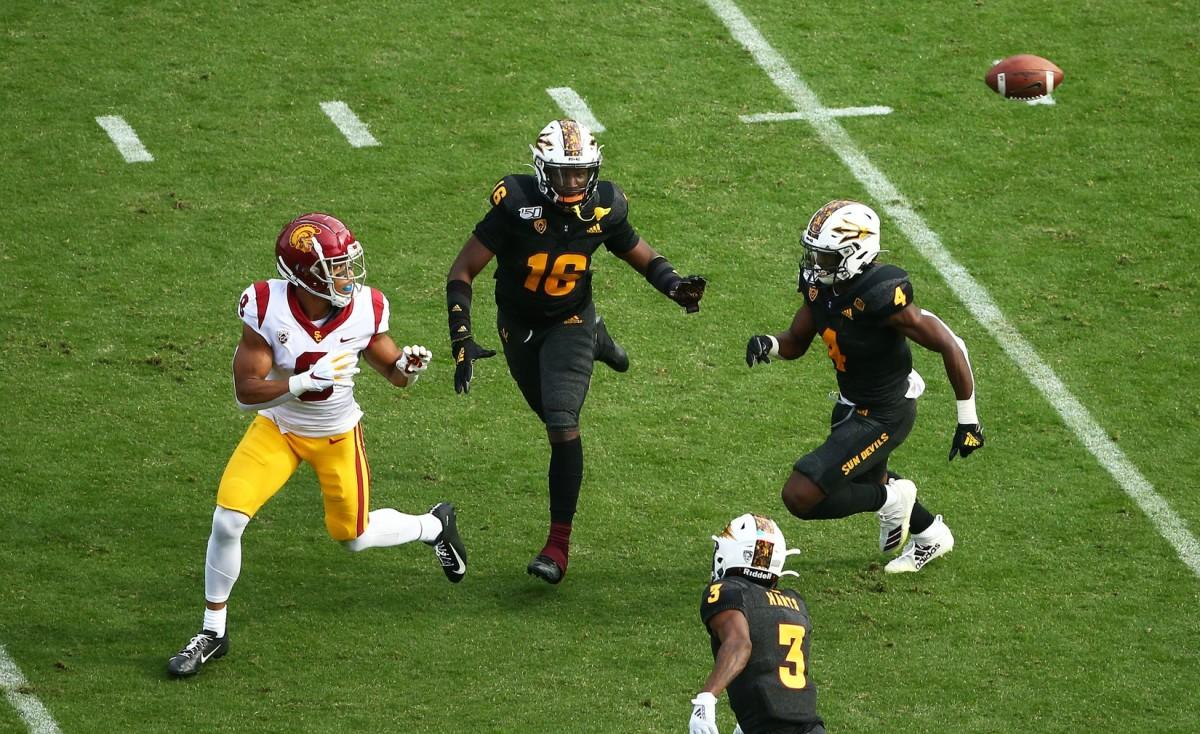 USC Trojans wide receiver Amon-Ra St. Brown (8) makes the catch then takes it 95-yards for a touchdown against Arizona State Sun DevilsRob Schumacher/The Republic, Arizona Republic via Imagn Content Services, LLC