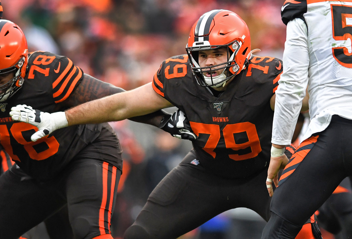 Browns lineman Drew Forbes blocks during a 2019 game
