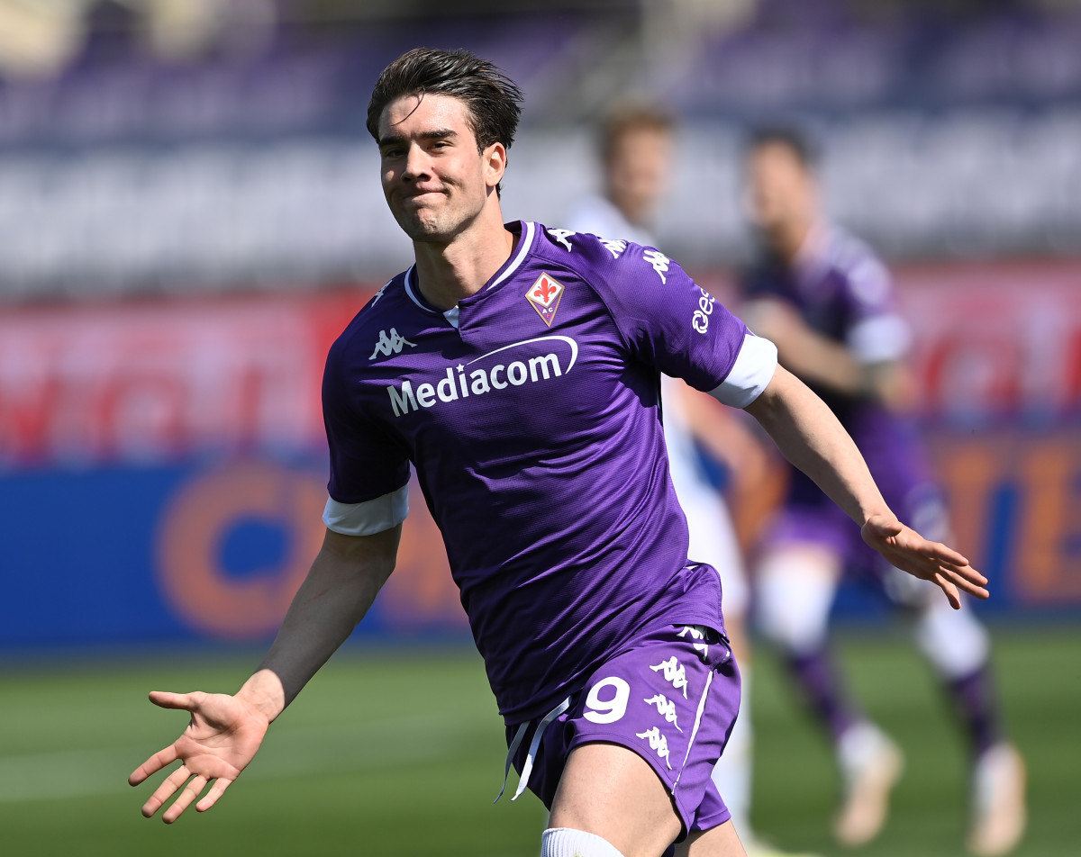 Dusan Vlahovic celebrates his goal during a serie A football match between Fiorentina and FC Juventus