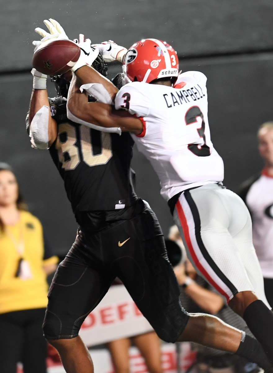 Georgia defensive back Tyson Campbell (3) breaks up a pass intended for Vanderbilt tight end Jared Pinkney (80) © George Walker IV / Tennessean.com, Nashville Tennessean via Imagn Content Services, LLC