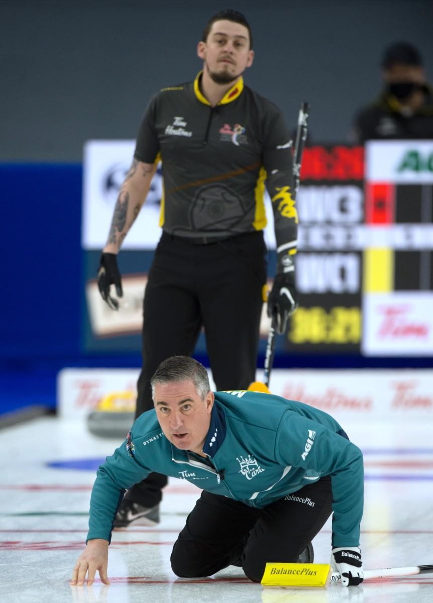 Colin Hodgson watches Wayne Middaugh's line • Michael Burns-Curling Canada