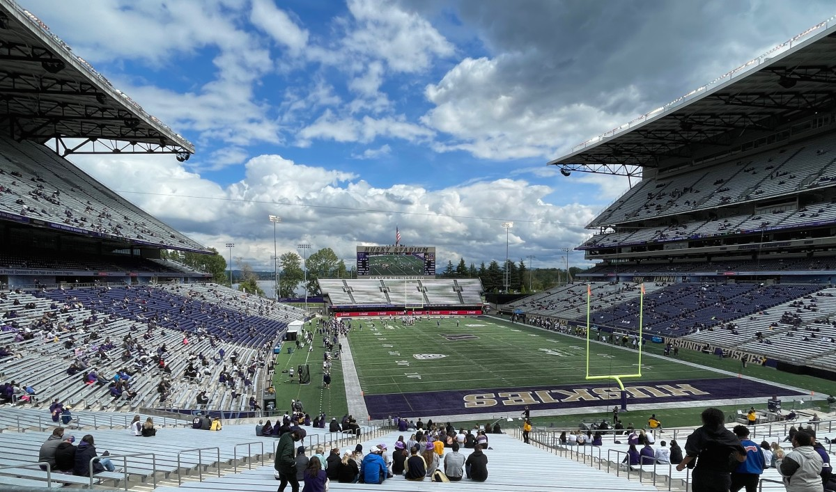 UW Spring Game Lacks Suspense, But Fulfills Purpose by Connecting Team with Fans