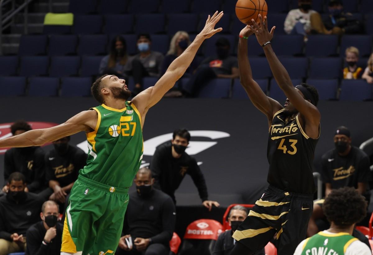 Rudy Gobert (27) looks to block a shot against the Toronto Raptors