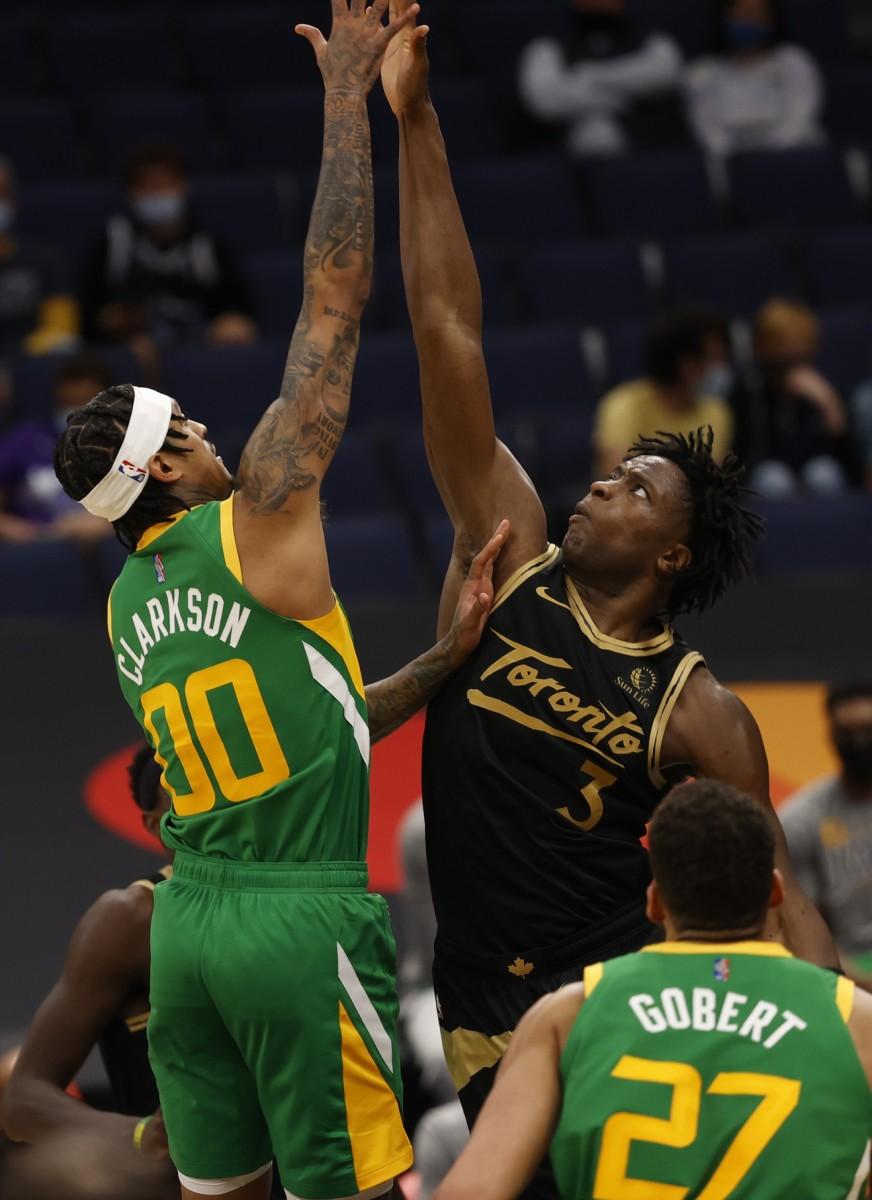 Jordan Clarkson (00) participates in a jump ball against the Toronto Raptors
