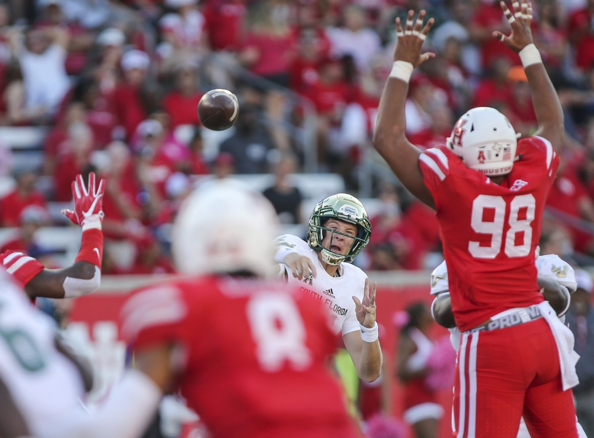 South Florida quarterback Blake Barnett (11) attempts a pass as Houston Cougars defensive lineman Payton Turner (98) defends. Mandatory Credit: Troy Taormina-USA TODAY