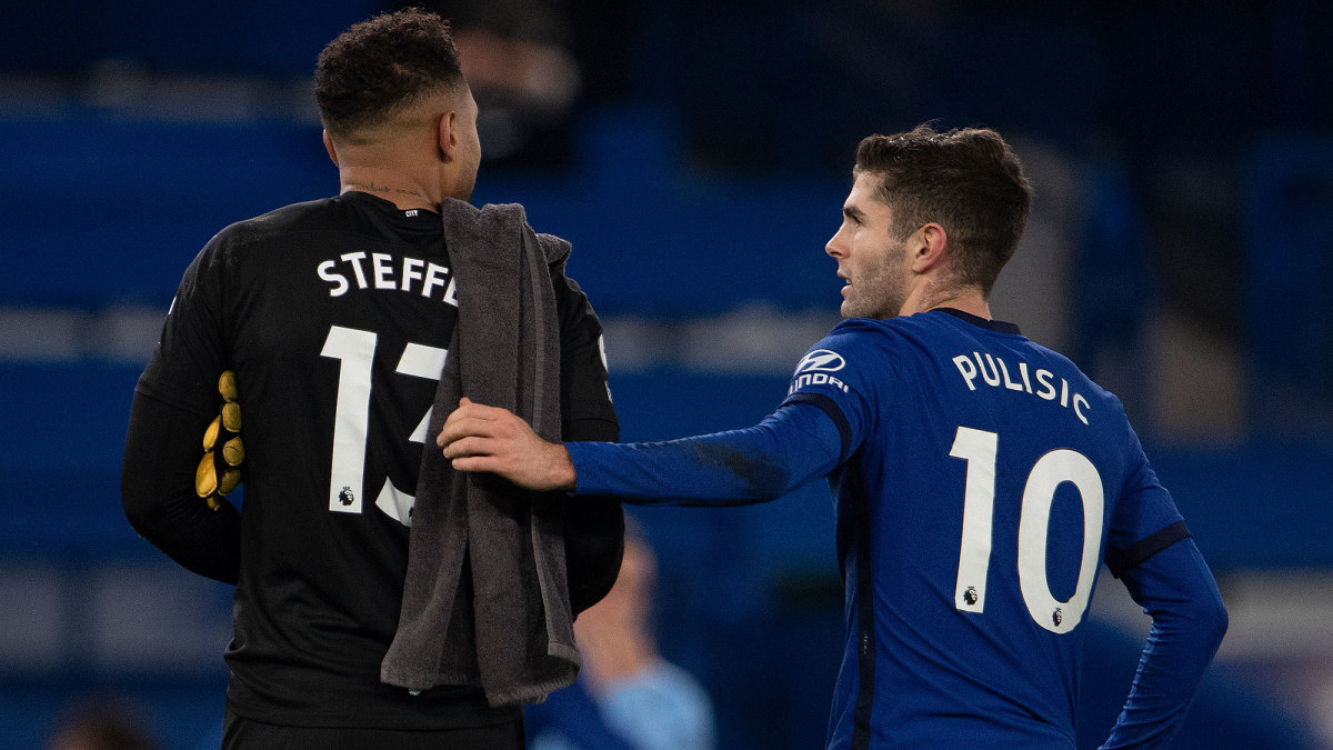 USA's Zack Steffen and Christian Pulisic
