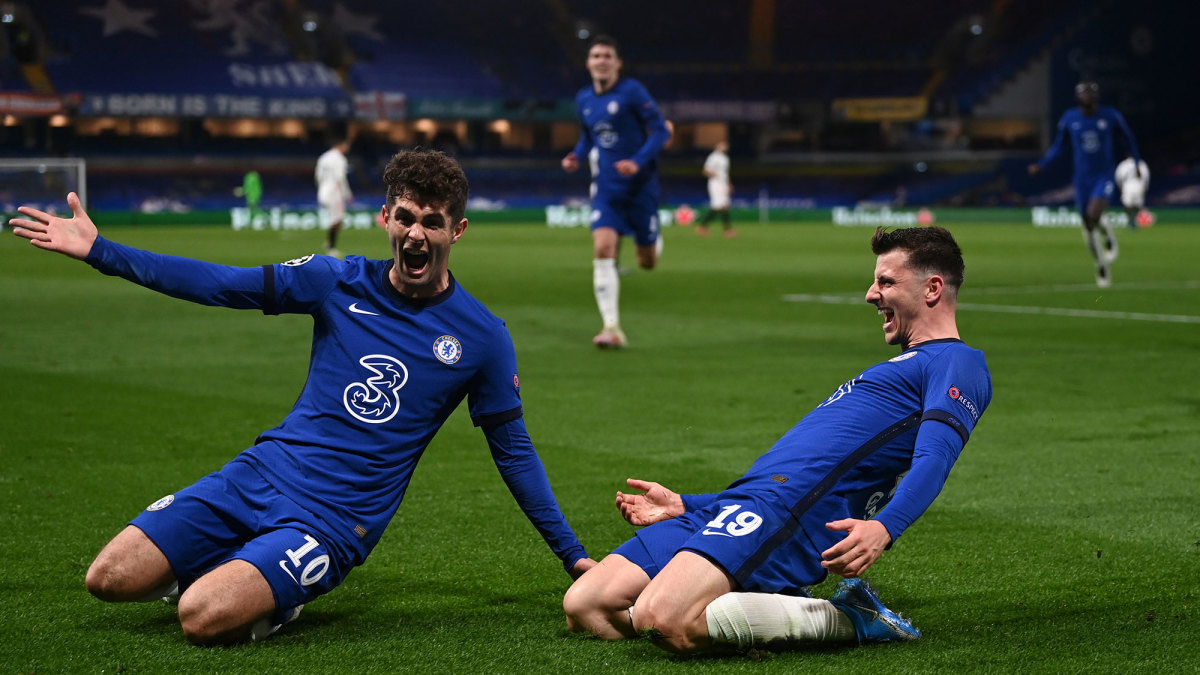 Christian Pulisic and Mason Mount celebrate Chelsea's goal vs. Real Madrid