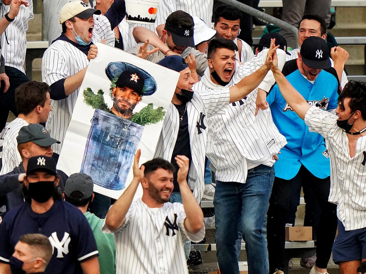 Yankees fans celebrate altuve trashcan