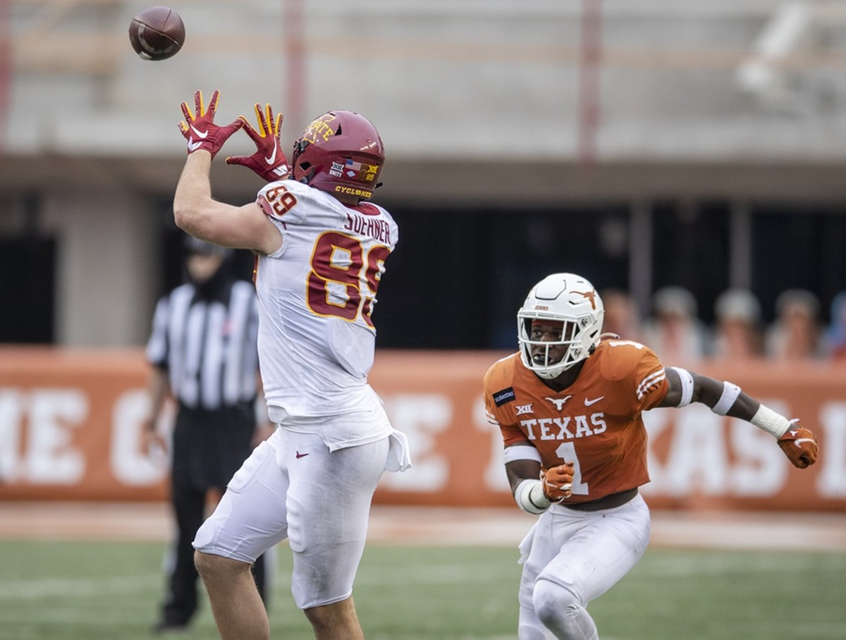 Iowa State Cyclones tight end Dylan Soehner (89) pulls the ball in for the first down against Texas defensive back Chris Adimora. Mandatory Credit: Ricardo B. Brazziell-USA TODAY NETWORK