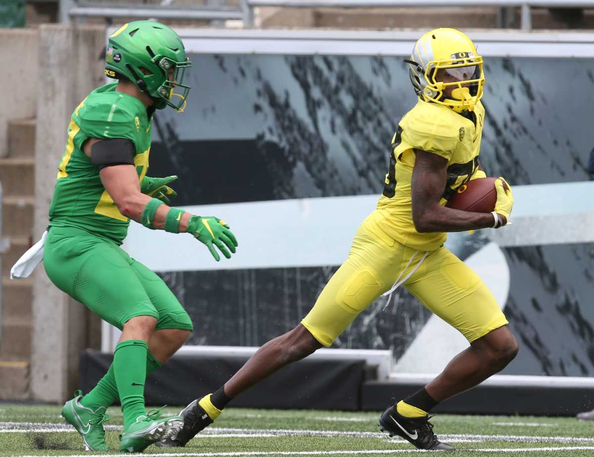 Oregon wide receiver Isaah Crocker runs after a catch in the 2021 spring game at Autzen Stadium on May 1, 2021.