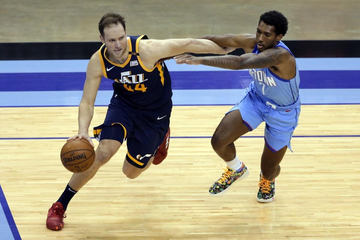Bojan Bogdanovic (44) drives to the basket against the Houston Rockets
