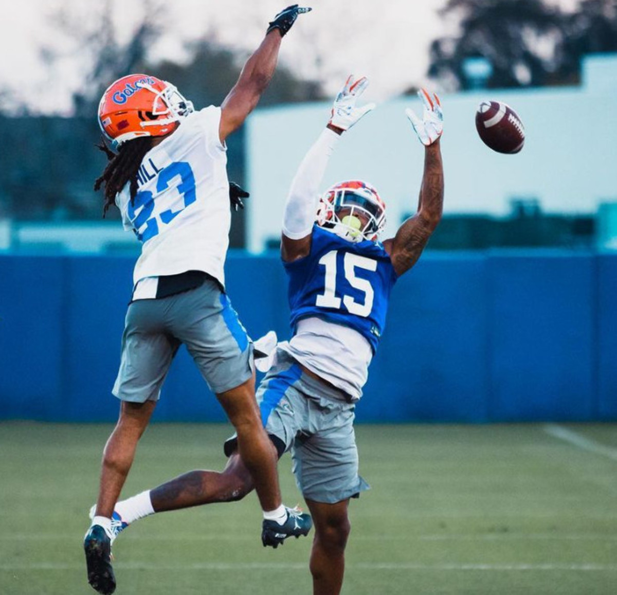 Jaydon Hill goes up against WR Jacob Copeland in Spring practice
