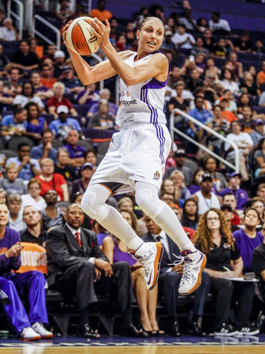 Diana Taurasi jumping with the basketball