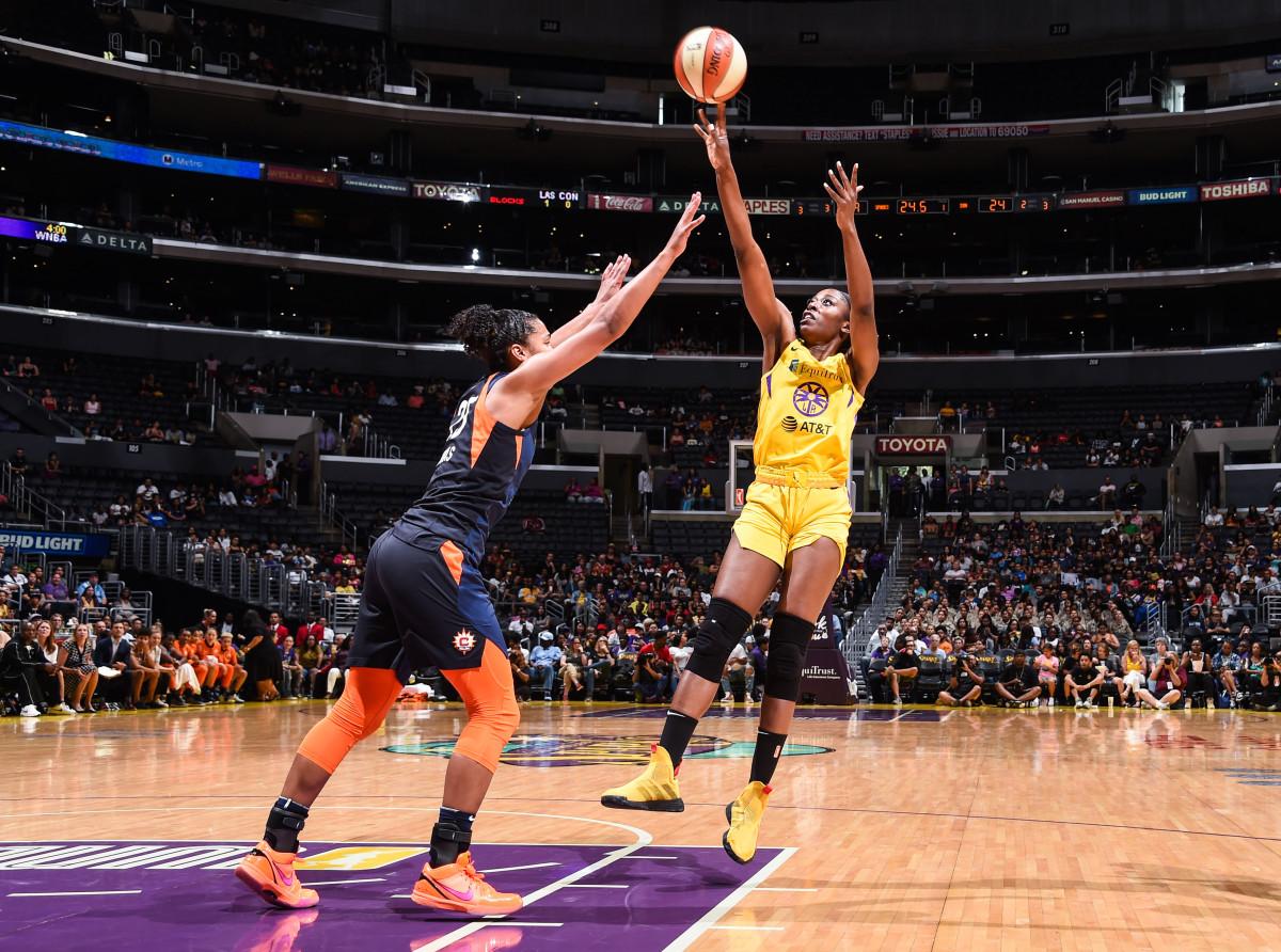 Chiney Ogwumike shoots the basketball