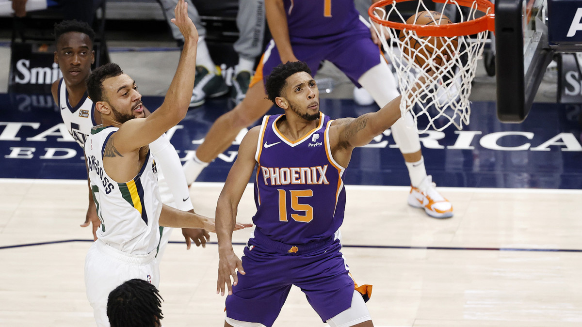 Phoenix Suns guard Cameron Payne drives to the hoop against Utah Jazz