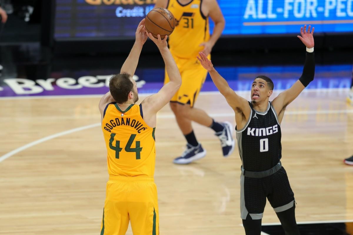 Bojan Bogdanovic (44) knocks down a three pointer against the Sacramento Kings