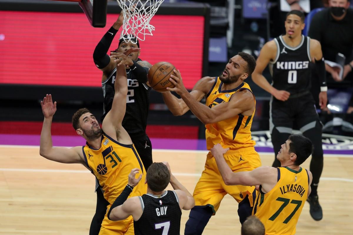 Rudy Gobert (27) snags a rebound against the Sacramento Kings