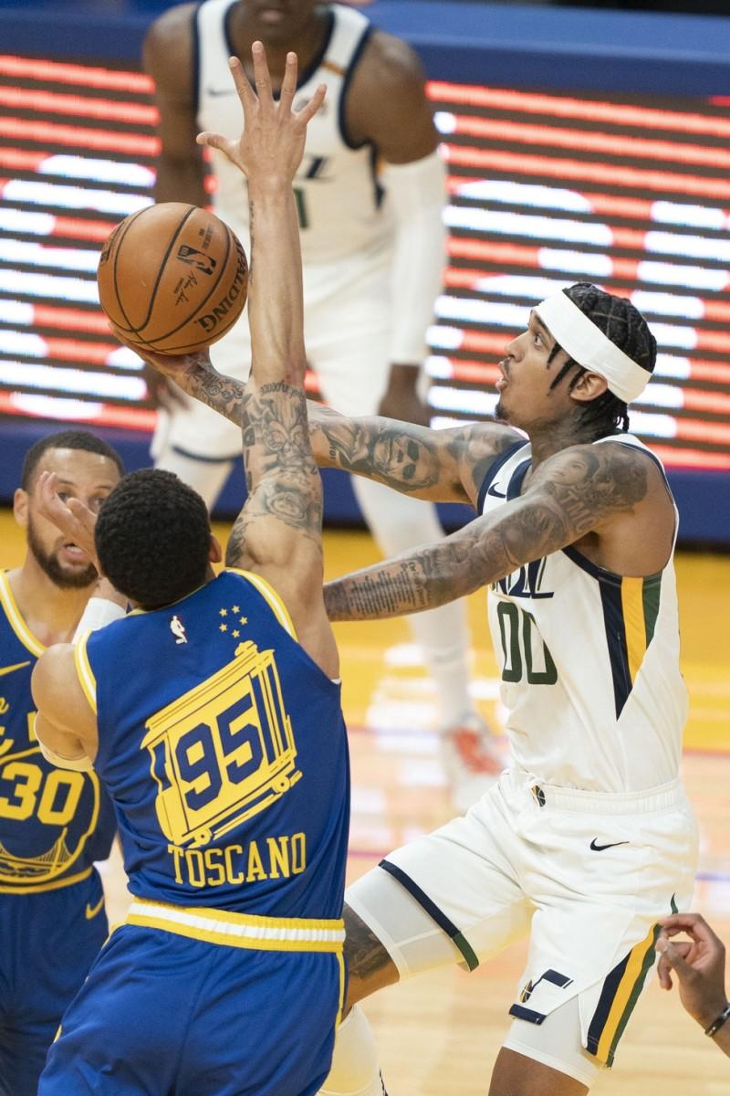 Jordan Clarkson (00) scores against the Golden State Warriors