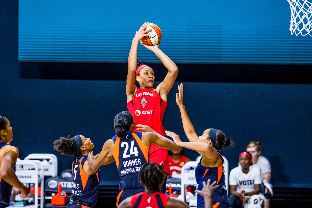 A'ja Wilson shoots over a group of Connecticut defenders