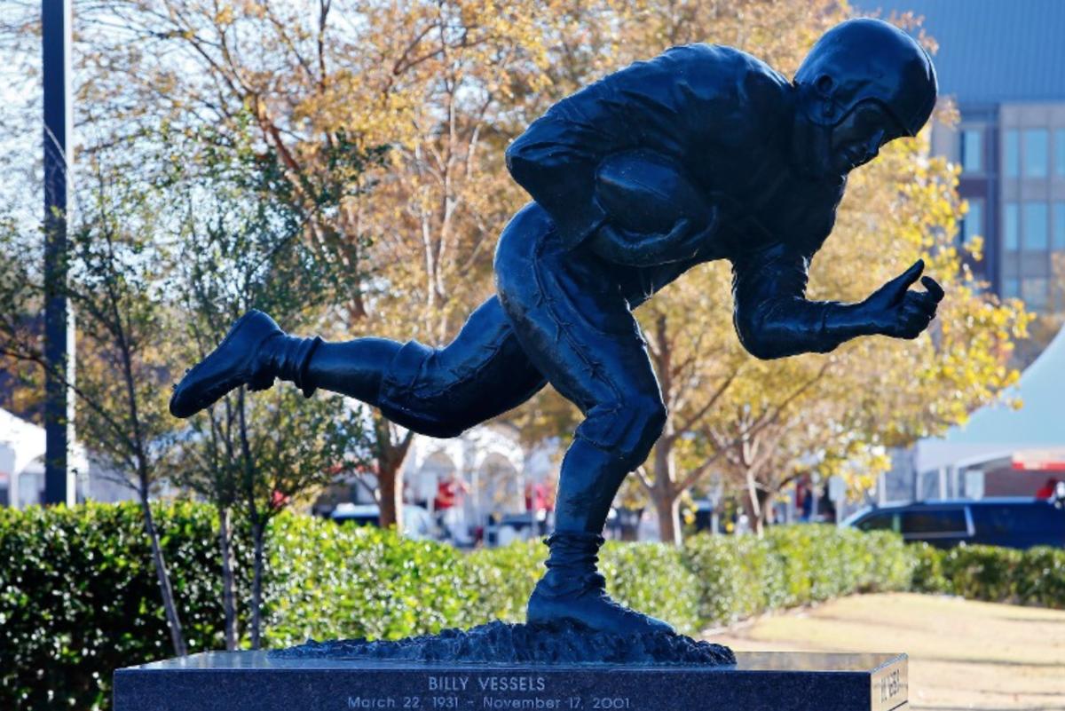 Billy Vessels' statue in Heisman Park