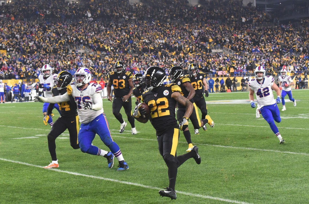 Steelers cornerback Steven Nelson (22) intercepts a pass intended for Buffalo Bills wide receiver Cole Beasley (10) during a 2019 game.