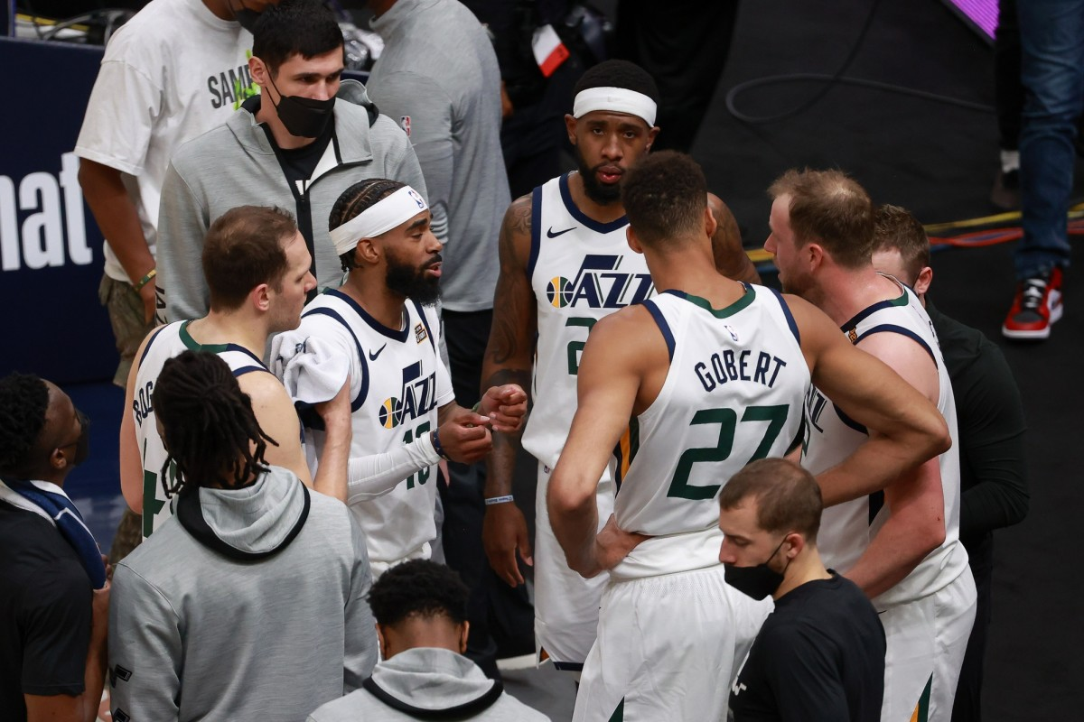 Jazz players talk during a timeout