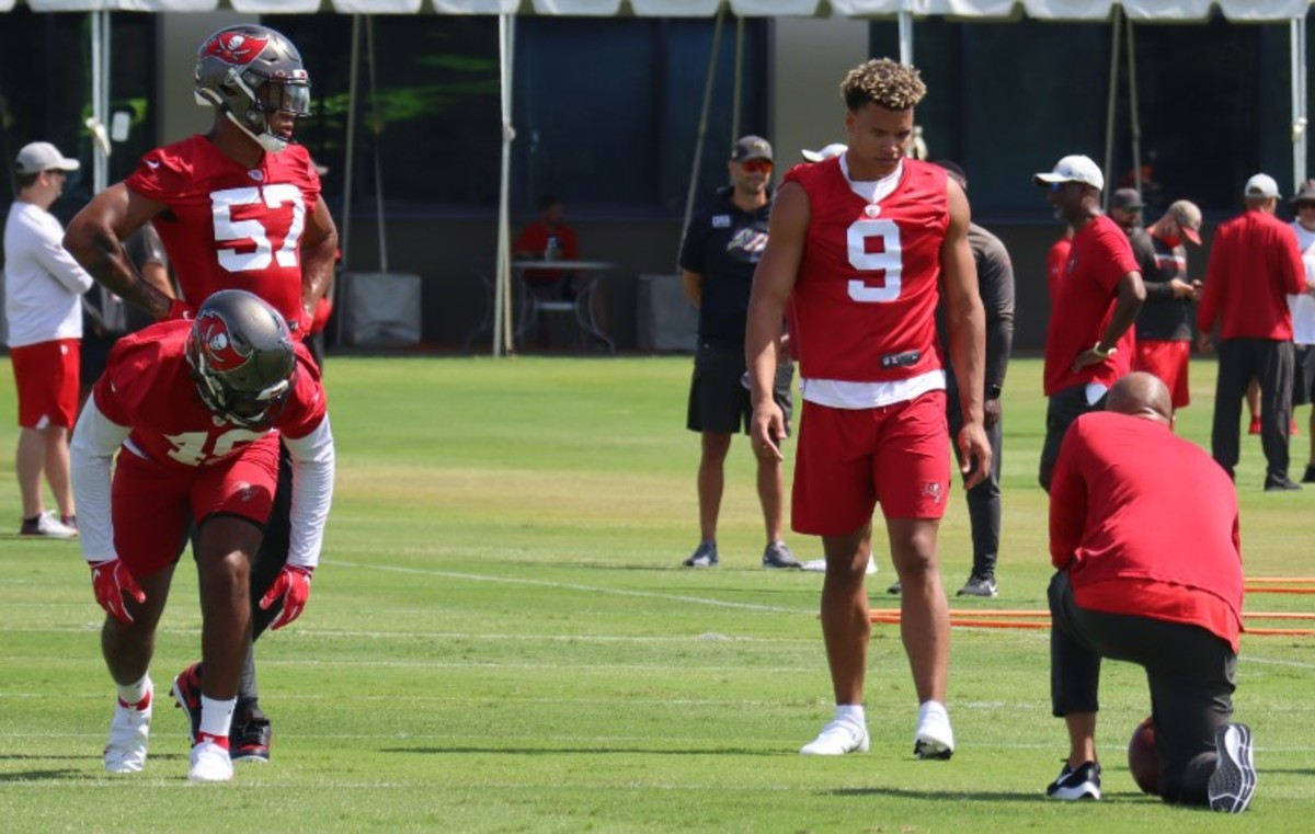 Buccaneers outside linebackers coach Larry Foote; outside linebackers Joe Tryon (No. 9), Quinton Bell (No. 57), and Cam Gill (No. 49)