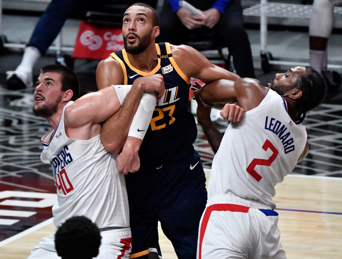 Rudy Gobert (27) jostles for rebounding position against the Los Angeles Clippers