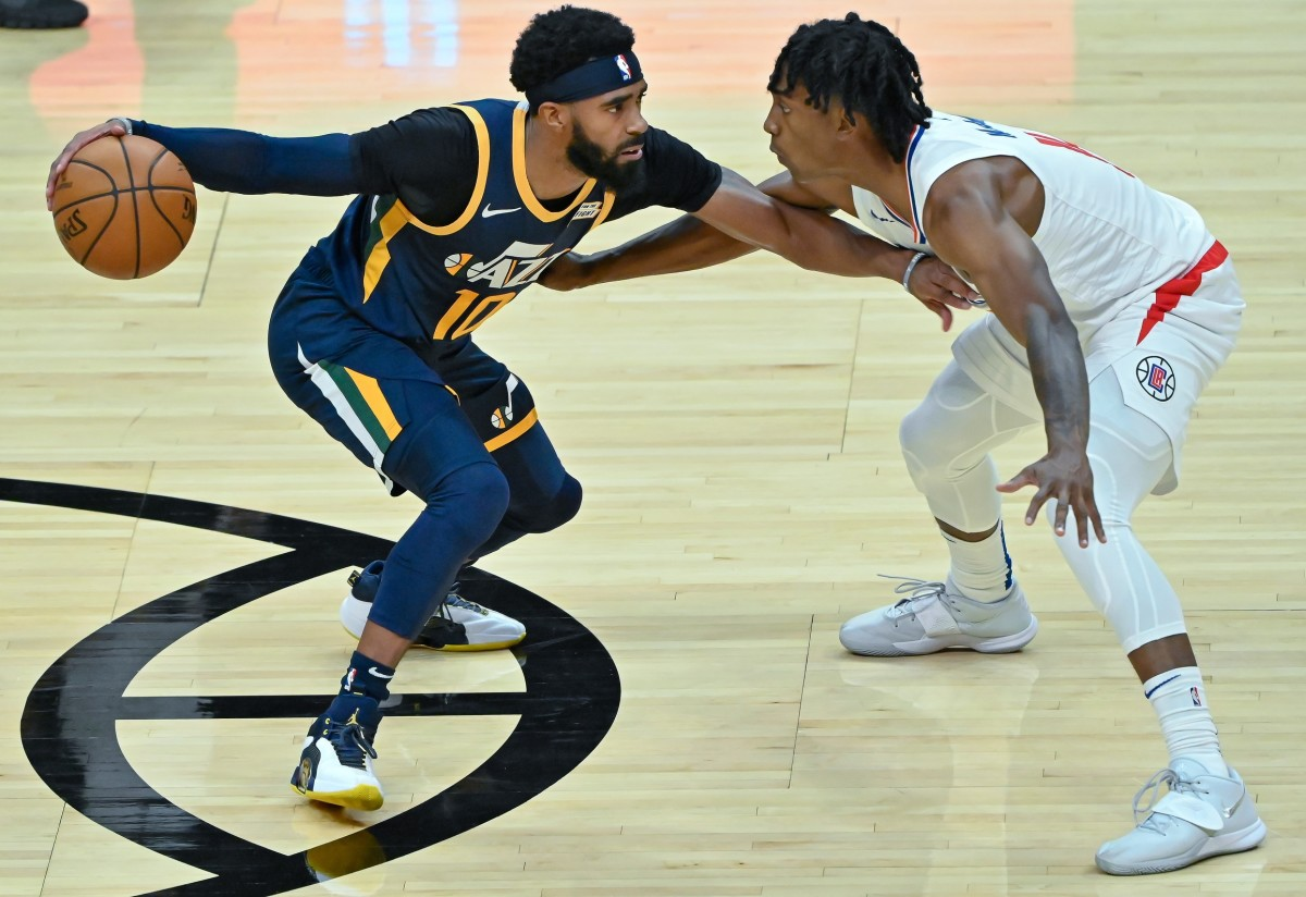 Mike Conley (10) looks to make a play against the Los Angeles Clippers