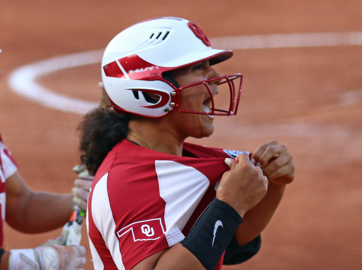 Jocelyn Alo's 33rd home run of the season brought OU's total to 159 for the year, a new NCAA single-season record