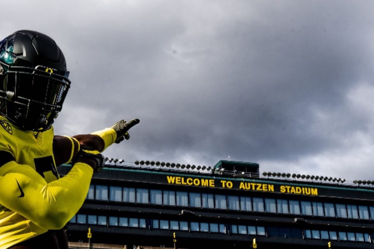 Sneed poses for a photoshoot inside Autzen Stadium during his official visit.