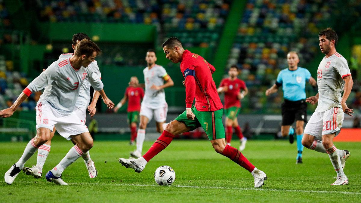 Cristiano Ronaldo dribbles at the Spain defense in a pre-Euro 2020 friendly.