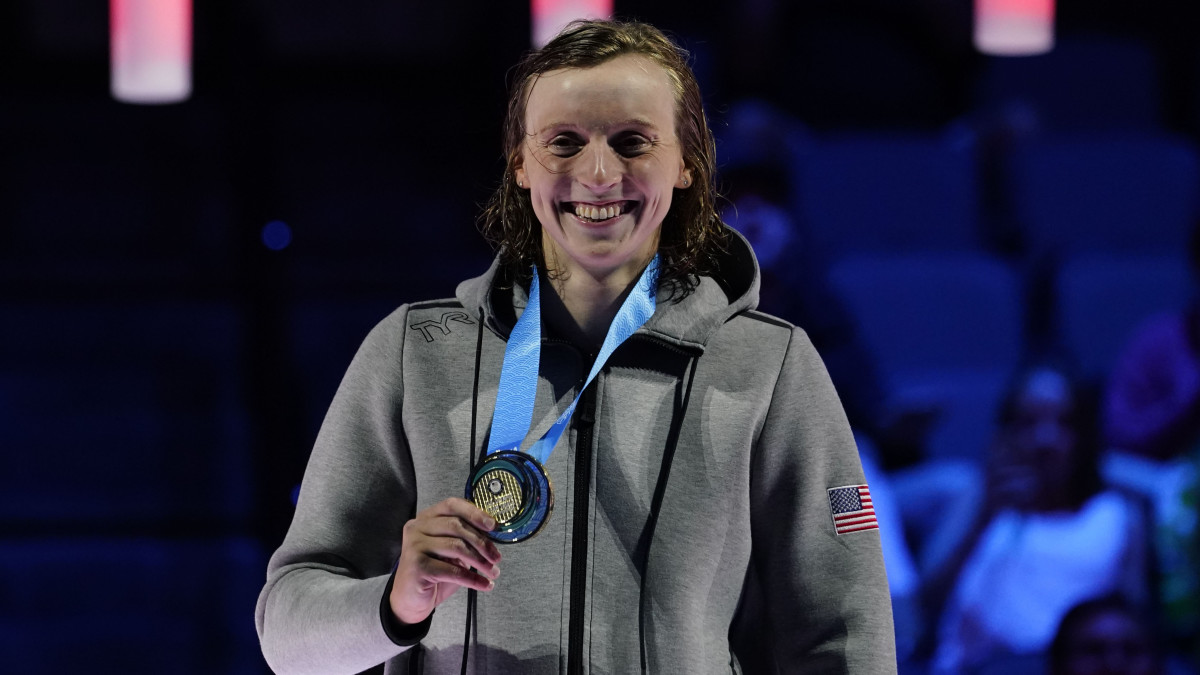 Katie Ledecky celebrates after winning the women's 400m freestyle final during the U.S. Olympic Team Trials Swimming competition at CHI Health Center Omaha.